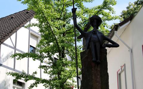 Am Graf-Engelbert-Platz, Idee und Ausführung: Stammtisch