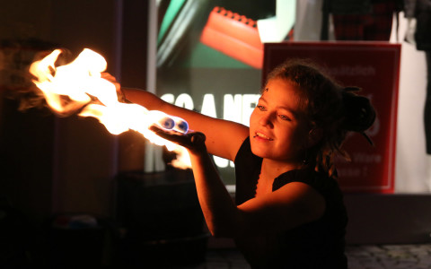 Auftritt der Feuerladies beim Candlelight-Shopping in der Plettenberger Innenstadt, www.femfire.de