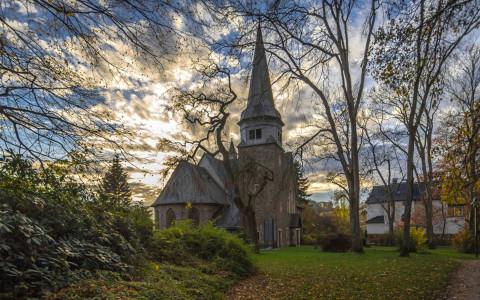 Sehenswerte kleine Kapelle im Böhler Park, Foto: Simone Rein – www.srf-fotodesign.de