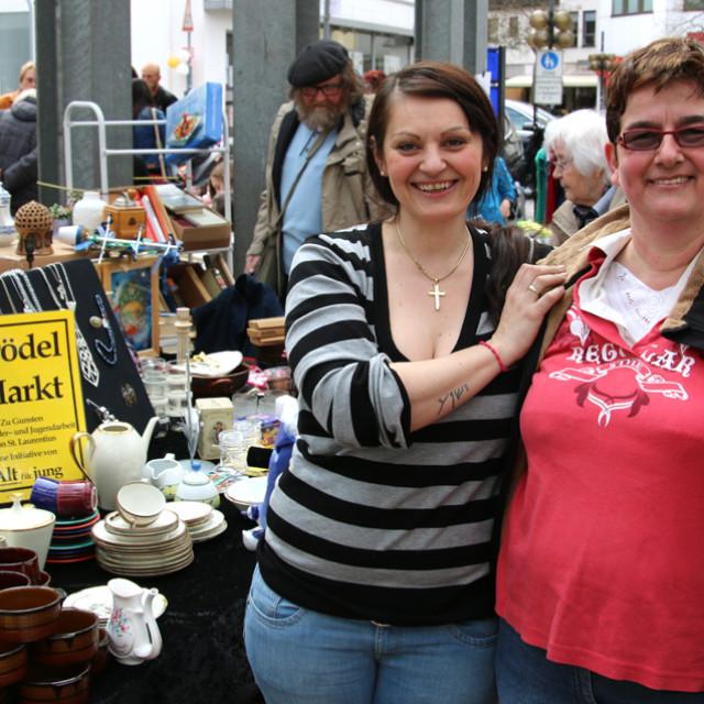 Flohmarkt-Händlerinnen
